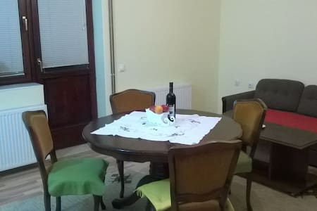 A private room in a spacious flat with garden - Novi Sad