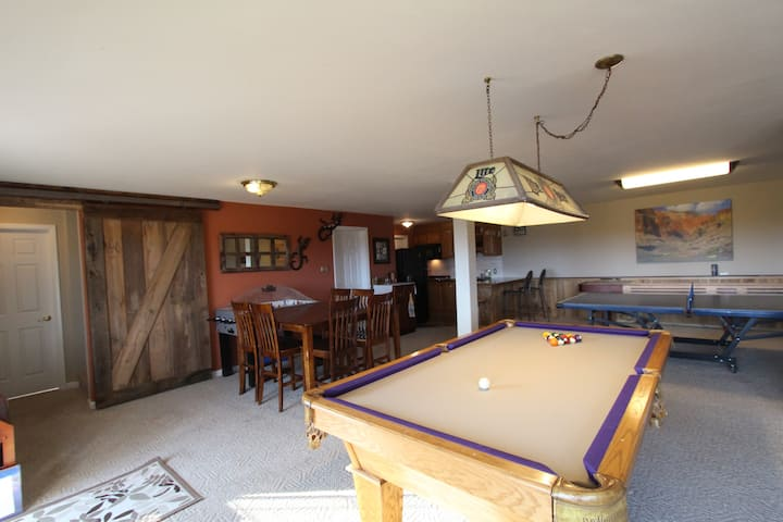 Game Room, Amazing Views and Space for Everyone