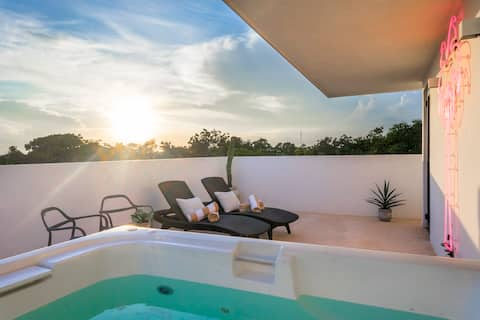 LUXURY  JUNGLEVIEW  PRIVATE ROOFTOP WITH JACUZZI