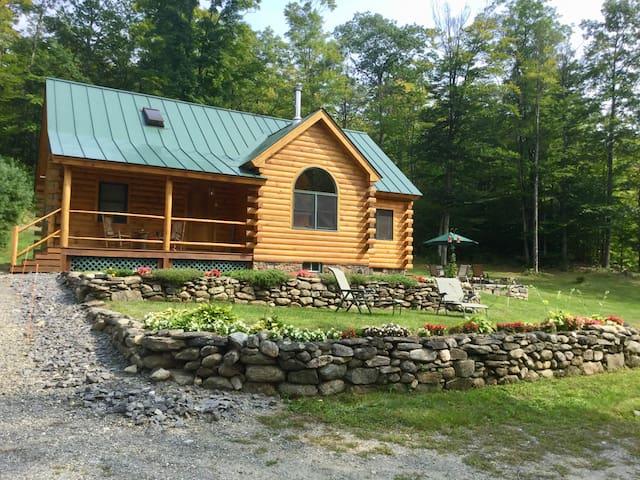 Peaceful log cabin retreat...