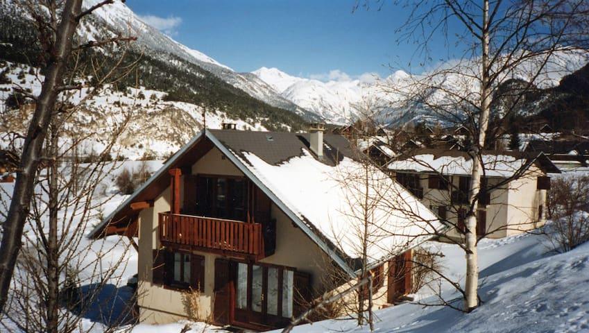 chambre dans un village montagnard - Bramans - House