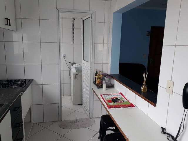 espaço para preparar sua própria refeição, com eletrodomésticos.