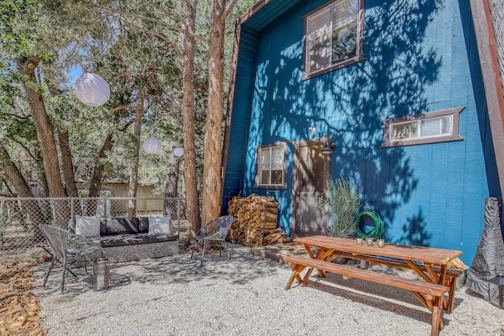 Crystal Blue Persuasion|♥Pet Friendly, 2 Fireplaces, + BBQ!