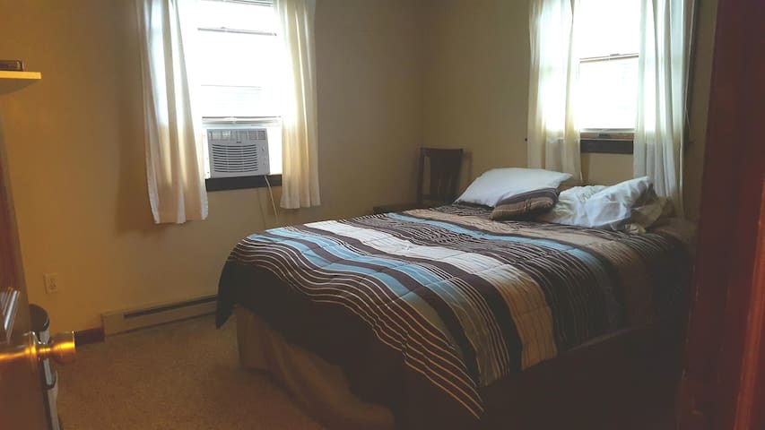 Large spare bedroom with queen size bed.