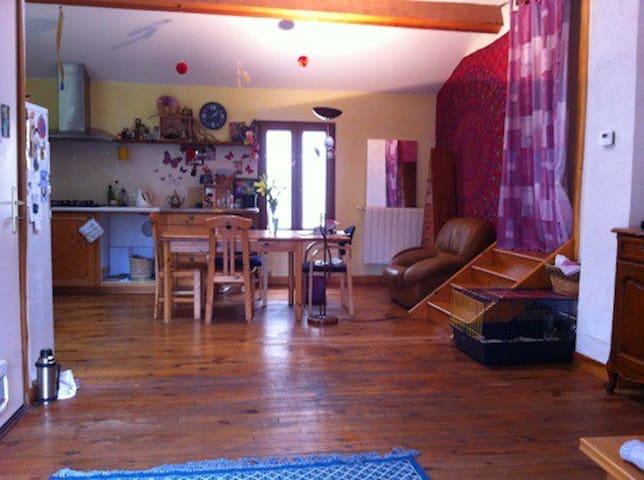Chambre dans habitat écologique au coeur de Couiza - Couiza - Apartamento