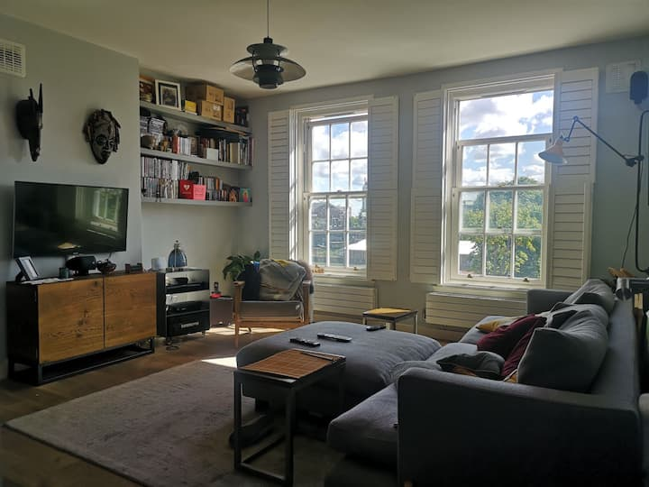 Smart 1 bedroom flat in Central Brixton.