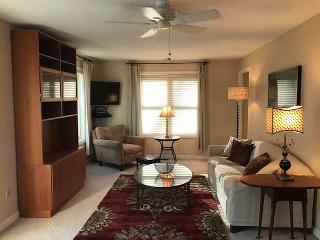 Immaculate Accessory Apt Close to Umass & Amherst - Hadley - Apartamento