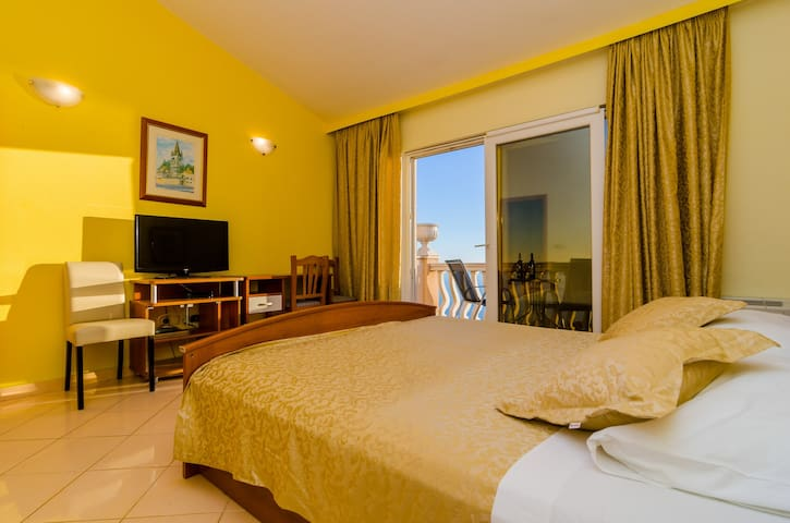 Pansion Villa Antonio - Two Bedroom Suite Family