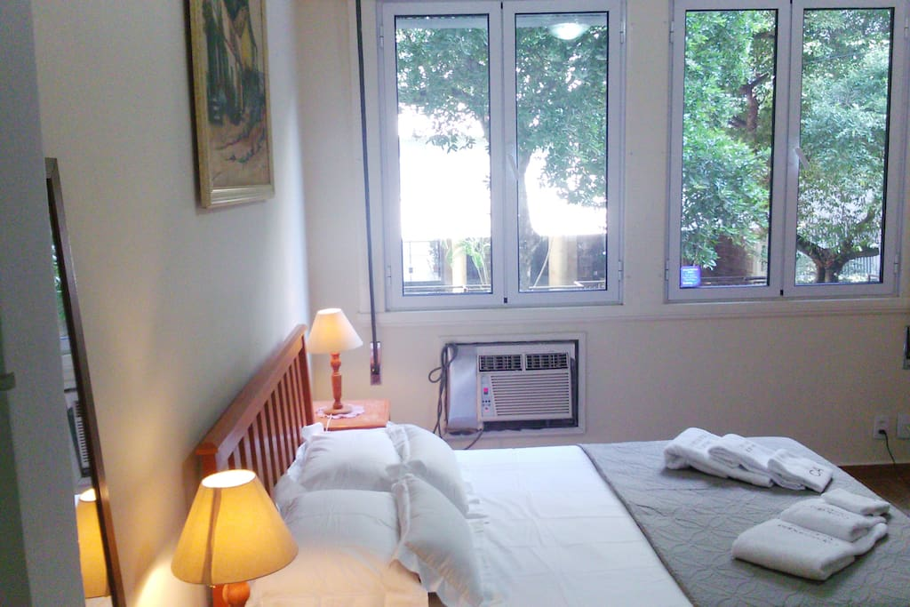 Bedroom with double bed and cable TV