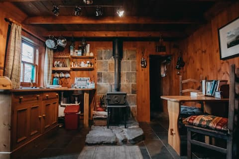Rustic cabin with wood stove in Highland glen