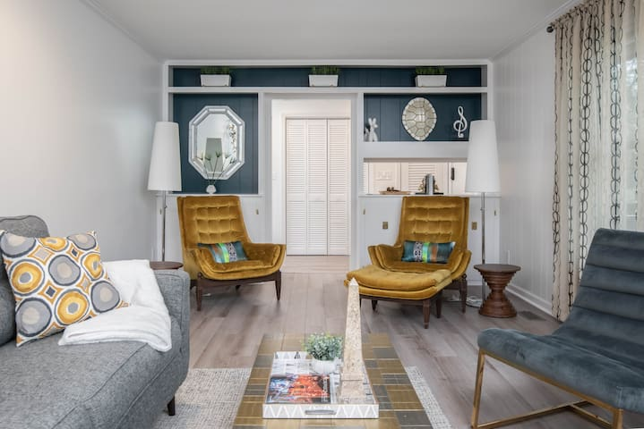 Stylish cabin near downtown