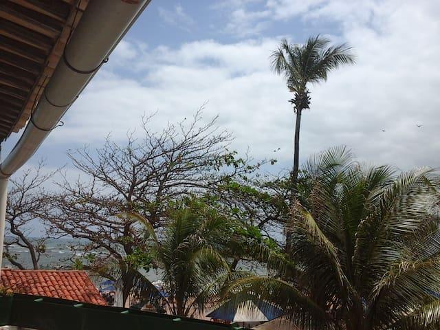 Salvador, bairro Itapuã, de frente para o mar