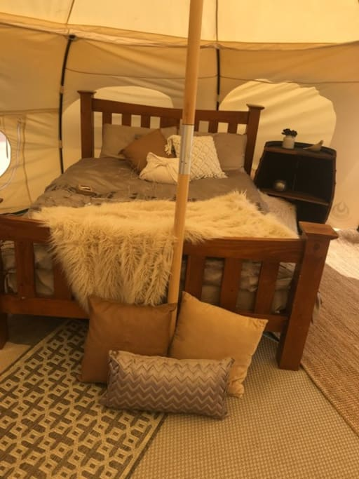 Bedding - Frizzle Tent