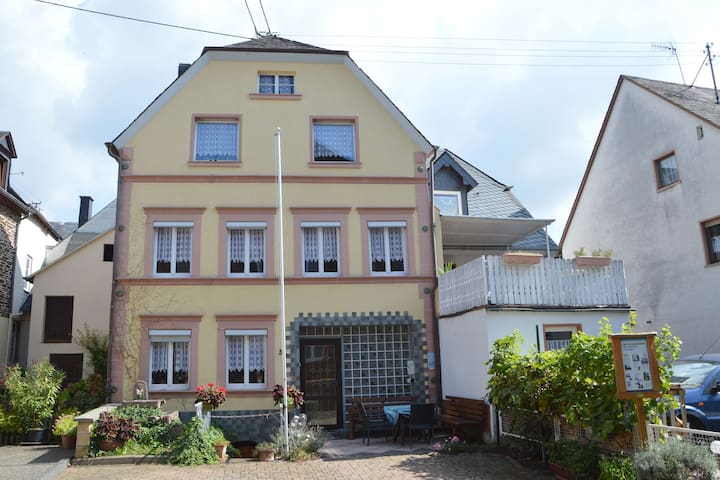 A semi detached holiday home for 8 persons, a stones throw from the Moselle.