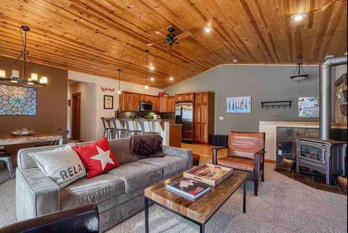 Tahoe Donner Family Friendly Condo