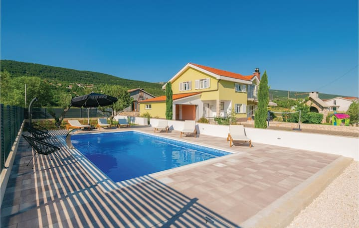 Amazing home in Donji Prolozac with WiFi, Outdoor swimming pool and 3 Bedrooms
