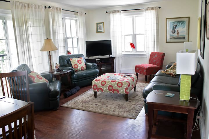 Executive 2 Bedroom Apt. - Joseph Lawrence House
