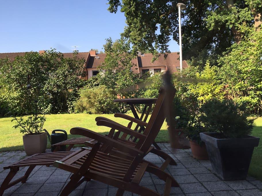 Erholung im Garten ist bei schönem Wetter gut möglich.