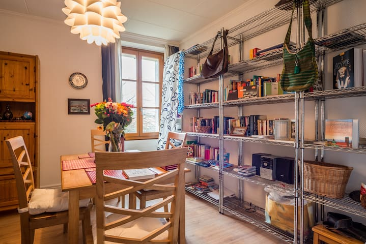 2 rooms in charming flat near airport and town