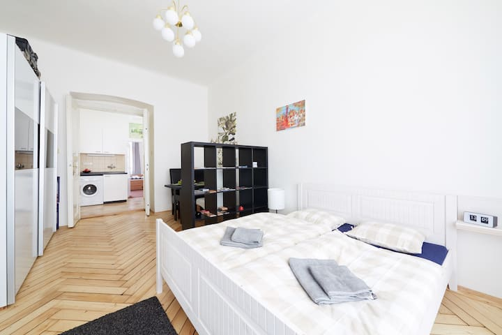 CentraL LocateD CosY AnD ComfortablE 2 RoomS ApT