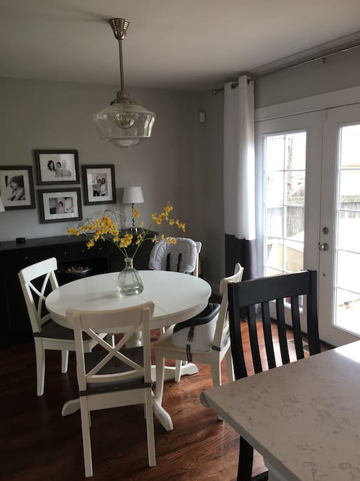 Dining Room Table (can seat 6)