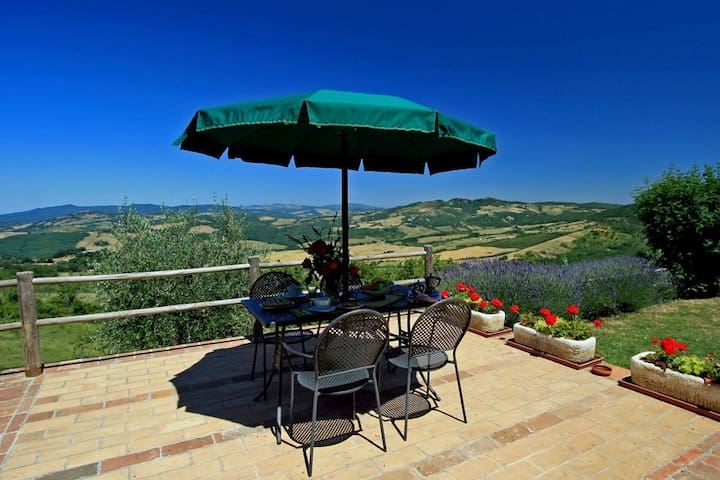 Tuscany cottage with views over the Chianti hills - Radicondoli