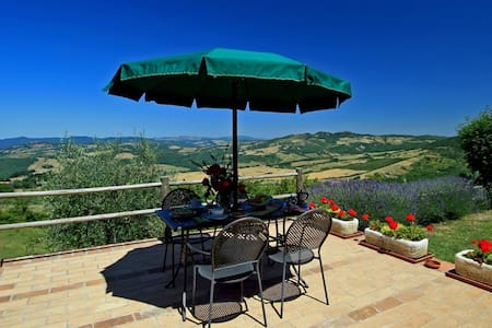 Tuscany cottage with views over the Chianti hills - Radicondoli - Hus