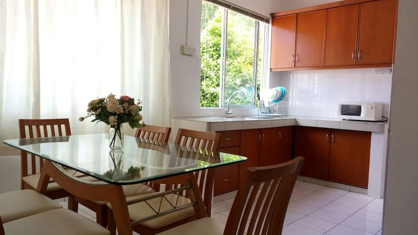 NEW, Cosy n Lovely 3Bedroom with Free Pickup! - Penampang - Apartment