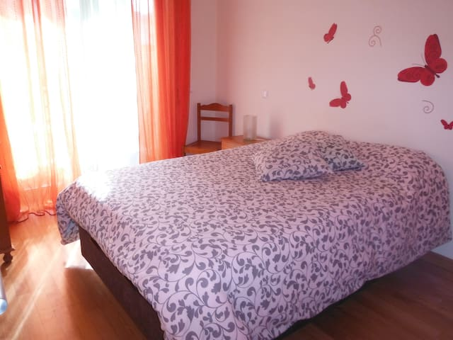 Butterflies Room_Heart Apartment_Near Faro airport
