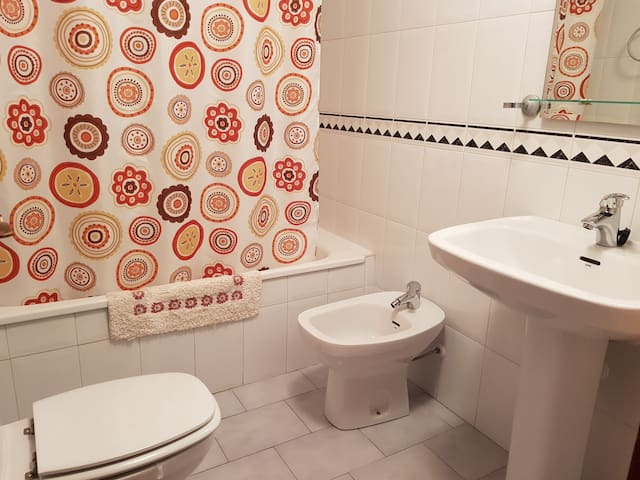 Private bathroom. Only for you / Baño privado. Solo para usted