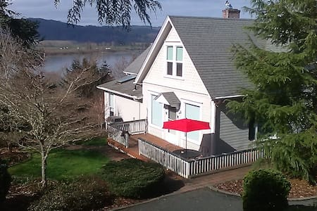LittleSwissArmyHouse; Day/Week/Month private suite - Cathlamet - 客房
