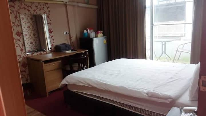 1 Bed in retro house near ICONSIAM