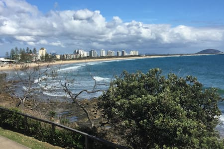 Private Rm Short walk 2 beach Bfast WITH A TWIST. - Mooloolaba