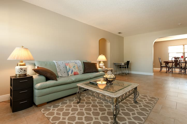 $35/3 miles to Weeki Wachee Springs - Spring Hill - House