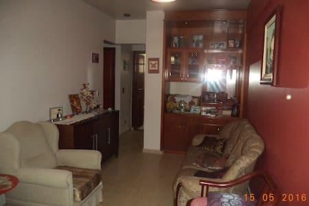 Apartamento (box casal) centro de Foz do Iguaçu. - フォス・ド・イグアス