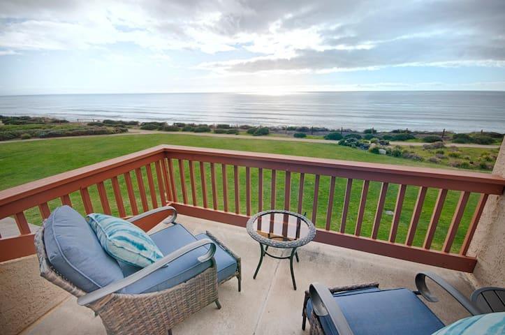 Beautifully Remodeled 2 br Ocean Front Villa Seascape Resort! Ocean View!