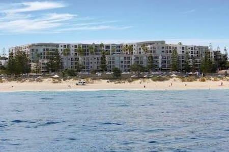 Large room, private bathroom, beach views - Scarborough