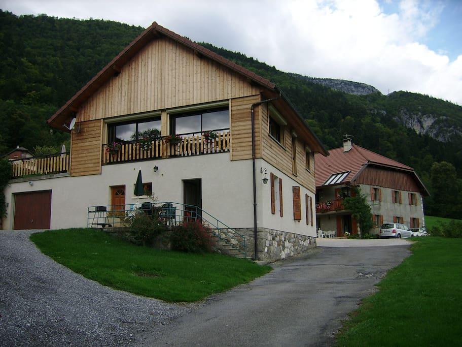 Vue sur le lac d 39 annecy maisons louer lathuile for Annecy location maison
