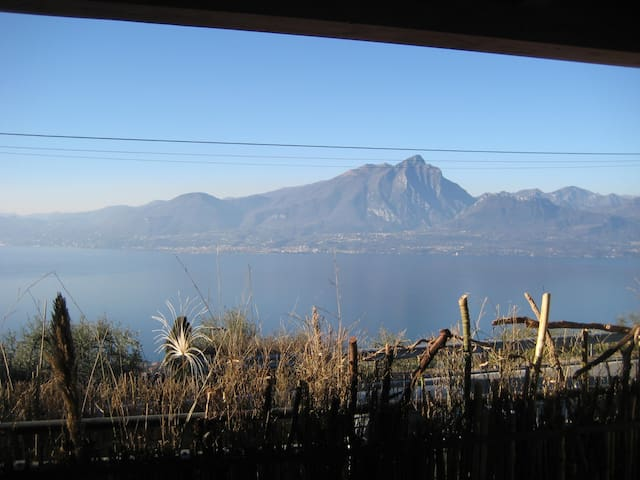 Rooms in a new house. Great view on Garda Lake - トッリデルベナコ - 一軒家
