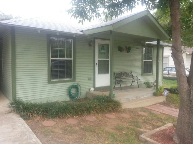 Cozy Home Near Downtown - Fort Worth - Rumah