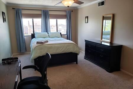 """Huge master bed/bath suite, 55"""" TV, walk-in closet"""