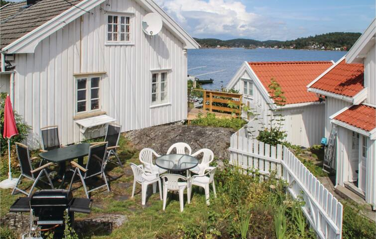 Holiday cottage with 2 bedrooms on 71m² in Staubø