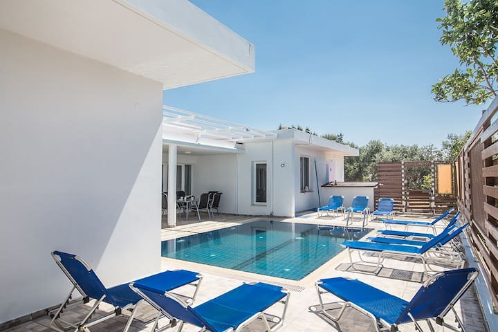 Large garden with sunloungers and private pool