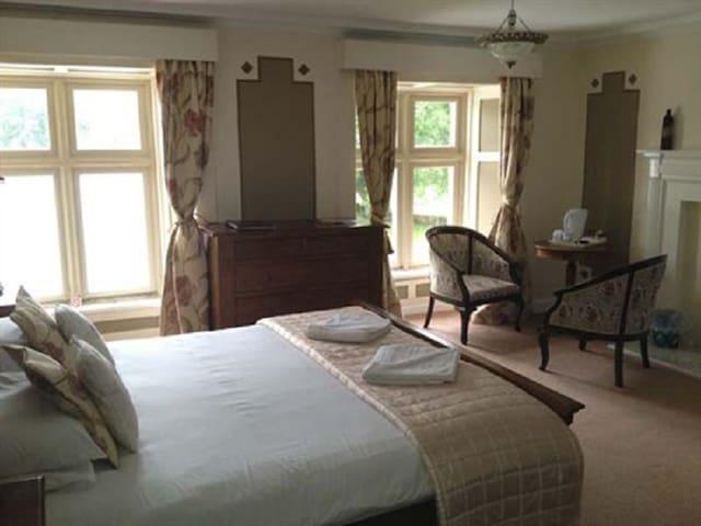 King-Ensuite-Room10 Breakfast Included