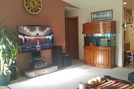 Open concept PREMIUM ranch with bar and hot tub. - Oshkosh - Haus