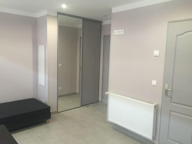 studio louer lille wohnungen zur miete in lille hauts de france frankreich. Black Bedroom Furniture Sets. Home Design Ideas