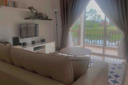 Bukit Merah Lake Town House by Mimi
