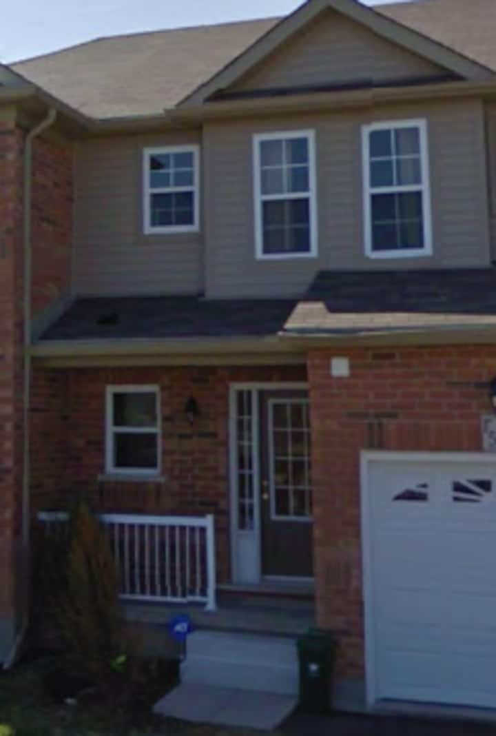 Tulip Home of ClairHills - Entire Townhouse