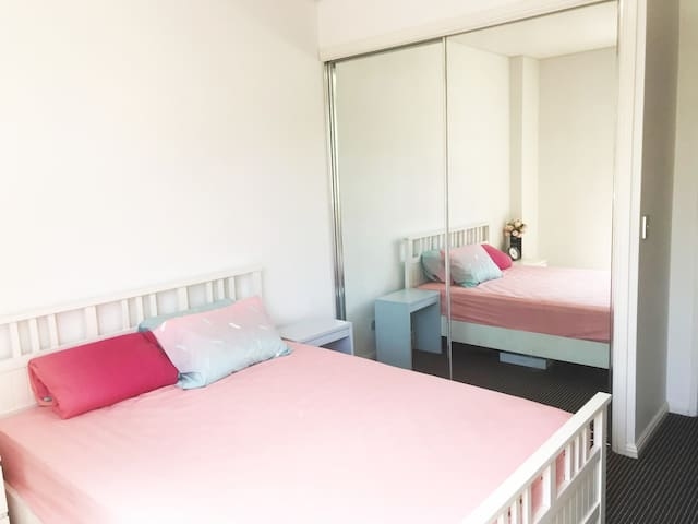 Cosy bedroom close to train station