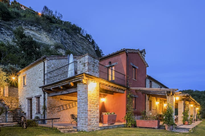 Pretty Holiday Home  with Terrace in Monte San Martino Italy